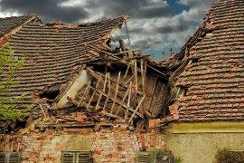 Atap rumah warga Banyuwangi berjatuhan akibat gempa bumi Bali