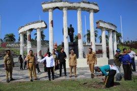 Kawasan Monumen Tugu Pahlawan Surabaya dipercantik dengan taman