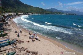 SKIPM Gorontalo-masyarakat bersihkan pantai Dulanga