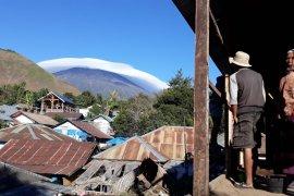 "Fenomena ""topi awan"" Gunung Rinjani jadi ajang swafoto"