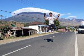 Fenomena langka di Gunung Rinjani, warga manfaatkan untuk berswafoto