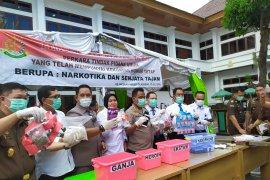 Kejari Denpasar musnahkan barang bukti dari 155  perkara