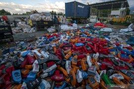 Larangan kemasan plastik dan pengenaan cukai tidak tepat sasaran