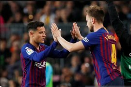 Pique berharap Coutinho tetap di Barcelona