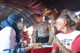 Polri gelar bakti sosial bagi sembako dan pengobatan di Cirebon