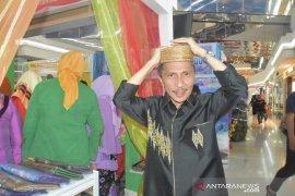 Bupati Gorontalo wajibkan ASN kenakan kupiah berbahan eceng gondok