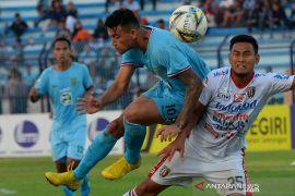 Alex gagal penalti, Persela ditahan Bhayangkara 1-1