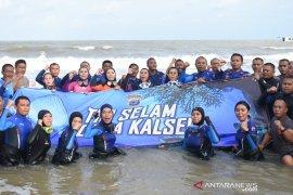 Lima Polwan Kalsel mengikuti penyelaman massal di Manado