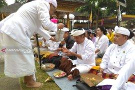 Wabup Bangli pimpin Bhakti Penganyar di Pura Mandara Giri Semeru Agung