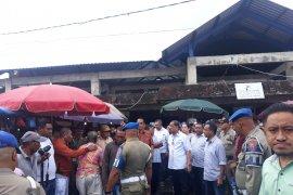 Pemkot Ambon memfasilitasi air bersih di Pasar Mardika