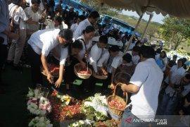Sastrawan Arswendo dimakamkan di San Diego Hills Karawang