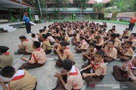 Pelajar Gorontalo ikut simulasi bencana gempa bumi