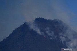 Pemadaman kebakaran di Gunung Panderman terhambat sulitnya medan