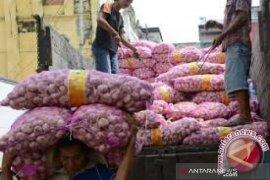Pejabat Kementan terlibat kasus suap impor bawang putih dicopot