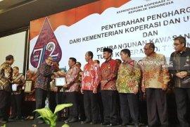 Advetorial - Sukses kembangkan koperasi dan UMKM, Wali Kota Tanjungbalai raih penghargaan Bakti Koperasi