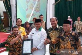 Disperindag Jabar serahkan 300 sertifikat halal ke IKM