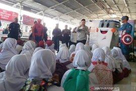 "Para ""Superhero"" ikut edukasi ratusan siswa-siswi di Stasiun KAI"
