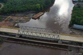 Bupati Tanjabtim resmikan jembatan air hitam