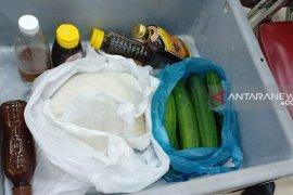 Petugas embarkasi sita beras bawaan jamaah