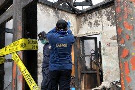 Labfor Surabaya amankan barang bukti dari TKP kebakaran rumah di Kota Batu