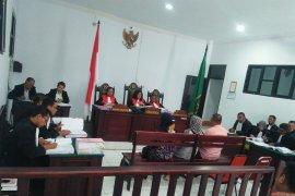 Saksi akui terima orderan pembuatan tiang pancang WFC di Namlea tanpa gambar