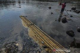 Sungai Ciwulan tercemar limbah