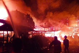 Belasan rumah bedeng di Pasar Hongkong terbakar