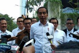 Jokowi  hadiri pembubaran tim kampanye nasional