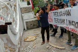 Demo kantor Gubernur Sumut, massa GMKI rusak pagar