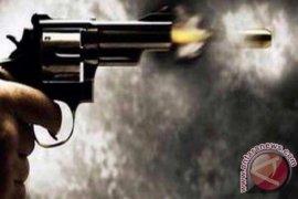 Anggota polisi dan istrinya tewas dengan luka tembak