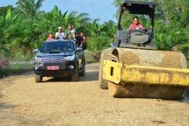 Satgas TMMD kerahkan alat berat untuk pengerasan jalan Desa Hutaraja Lamo