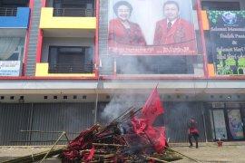 Massa protes Lasarus jadi Ketua DPD PDI Perjuangan Kalbar