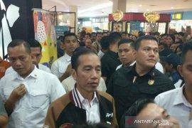 Jokowi ajak keluarga isi malam mingguan di mal