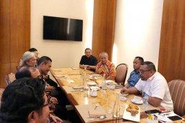 Gubernur Maluku  minta pengusaha HPH perhatikan kelestarian lingkungan