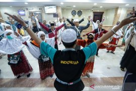 Jamaah diajak senam massal di pondokan  Mekkah