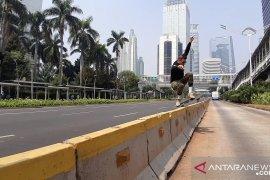 """""""Car free day"""" jadi ajang bermain skateboard"""