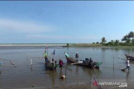 Tangkapan nelayan Pasaman Barat menurun akibat gelombang tinggi