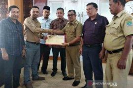 KIP Aceh Jaya serahkan berkas 20 calon Anggota DPRK terpilih kepada Bupati