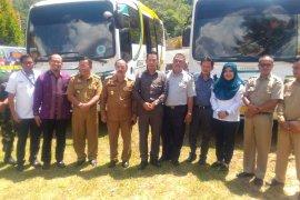 PT Antam serahkan dua bis sekolah ke Sanggau