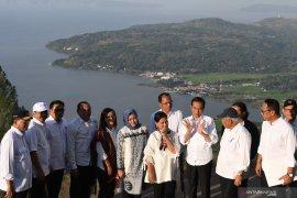 Jokowi ke Sumut hingga analisis Dewi Fortuna