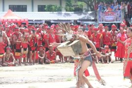 Tari Lesong Mualang pukau penonton pada pembukaan Gawai Dayak Sekadau