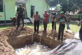 Koramil dan Polres Limboto musnahkan ribuan liter minuman keras
