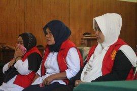 Trio emak-emak pelaku kampanye hitam Jokowi divonis enam bulan penjara