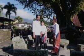 Presiden mendapat kisah tentang peradaban  hukum Siallagan di Samosir