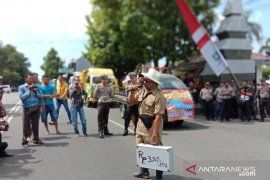 Izin pertambangan dipersulit, puluhan warga Situbondo unjuk rasa