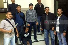 Pengamen pelaku pembacokan warga ditangkap polisi