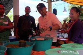 Pendapatan pedagang Pasar Sore Oluhuta mencapai jutaan rupiah