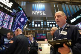 Wall Street berakhir lebih tinggi di tengah data ekonomi AS beragam
