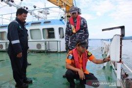 Lanal dan Basarnas Kotabaru sosialisasikan alat keselamatan