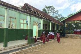 Bangunan SD rusak akibat gempa di Tasikmalaya belum diperbaiki